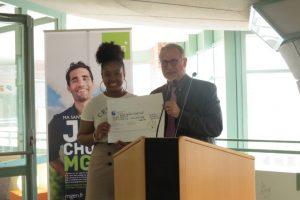 La MGEN a remis un chèque de 3 520 euros aux bénévoles de l'AGORAé de Guyancourt (Yvelines). (©78actu)